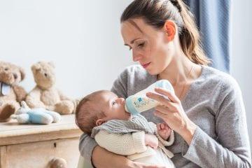 Tips Cara Memberi Botol Kepada Bayi